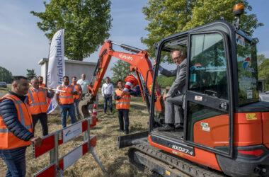 Kerkdriel 03/06/2020 Start graafwerkzaamheden Selecta Holding door wethouder Jan Hein de Vreede iov Regio Rivierenland Raphael Drent